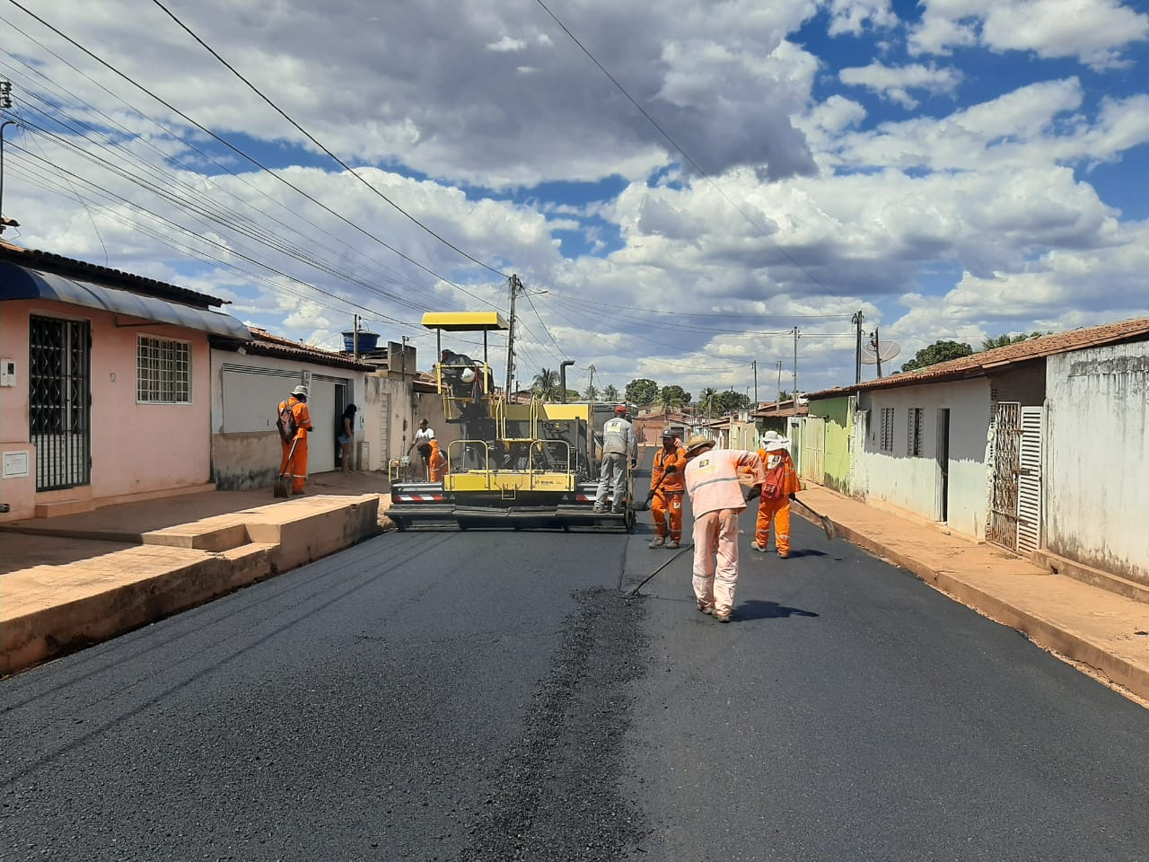 Prefeitura está finalizando a pavimentação asfáltica em três bairros de Barreiras