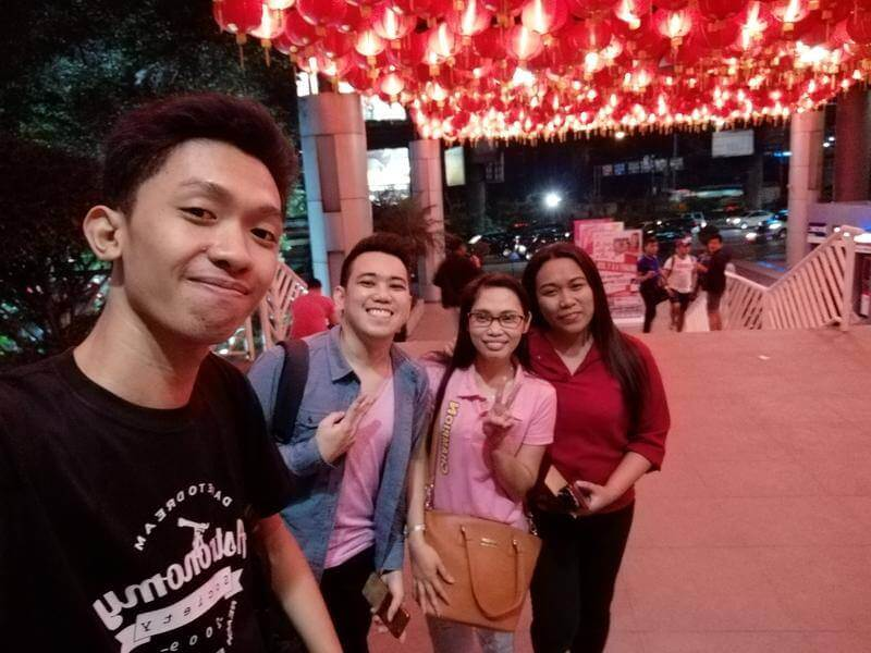 Huawei Nova 2i Front Camera Sample - Group Selfie (Low Light)