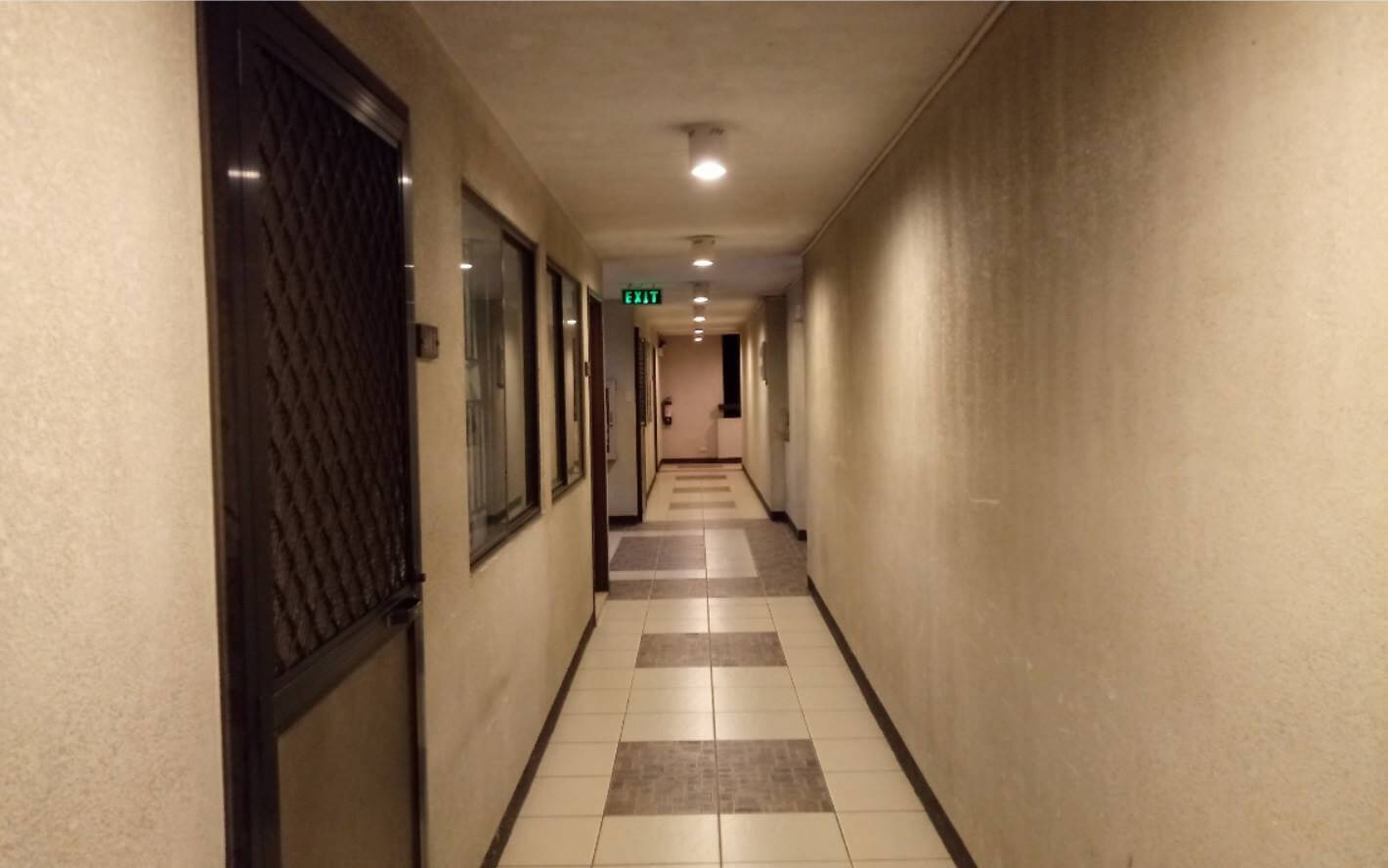 LG Stylus 3 Review - Rear Camera Sample - Hallway at Night (without HDR)