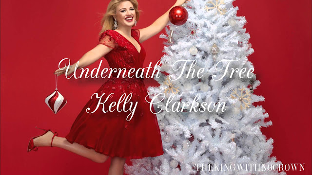 Video: Kelly Clarkson - Underneath the Tree