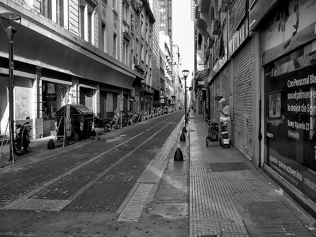 Calle Desierta en Blanco y negro