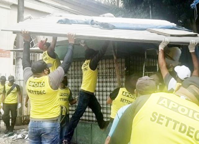 Operação da prefeitura retira barracas da Praça do Nordestino e no entorno do Mercado de Arte