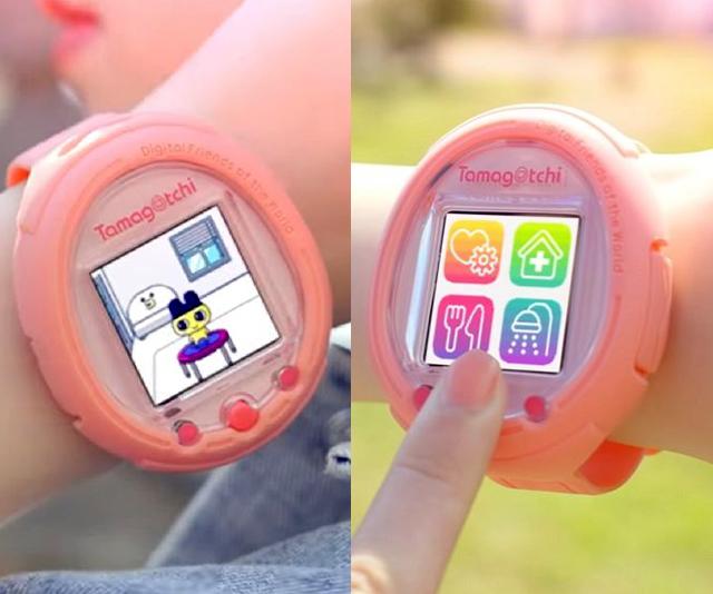 jovem usando um relogio digital tamagotchi smartwatch rosa