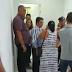 VEJA VÍDEO: Irmão do prefeito de Sapé faz protesto dentro da Prefeitura sobre caso envolvendo moradora da cidade