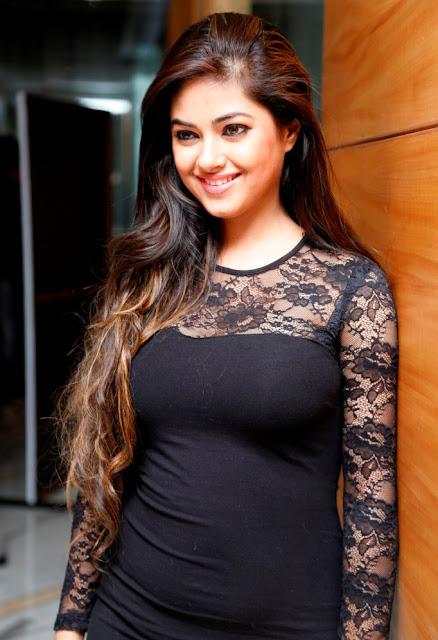Actress Meera Chopra Latest Beautiful Thigh Show Pics Navel Queens