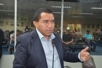 Vereador Alexandre Pereira vota a favor de projeto que autoriza auxílio-aluguel para vítimas de violência doméstica