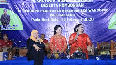 Silaturahmi dengan Warga Jawa di Palu, Khofifah Ajak Mereka Nguri-Uri  Budaya Jatim di Tanah Rantau dan Tetap Guyub Rukun