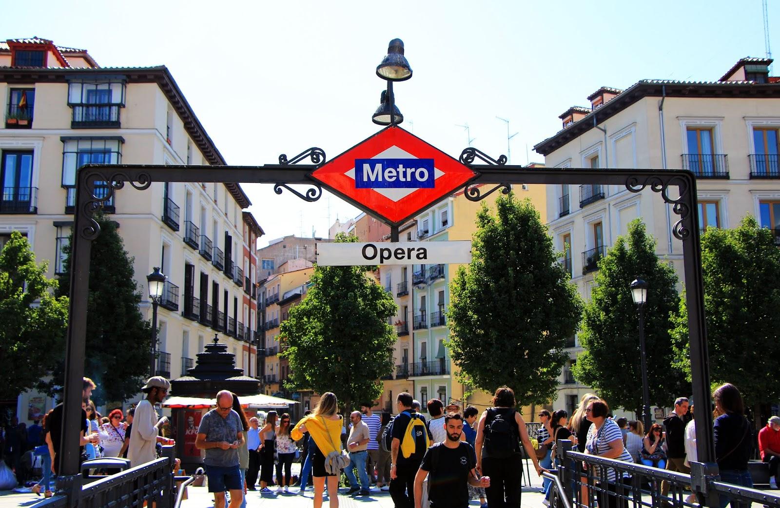 eleni-afiontzi-madrid metro sign