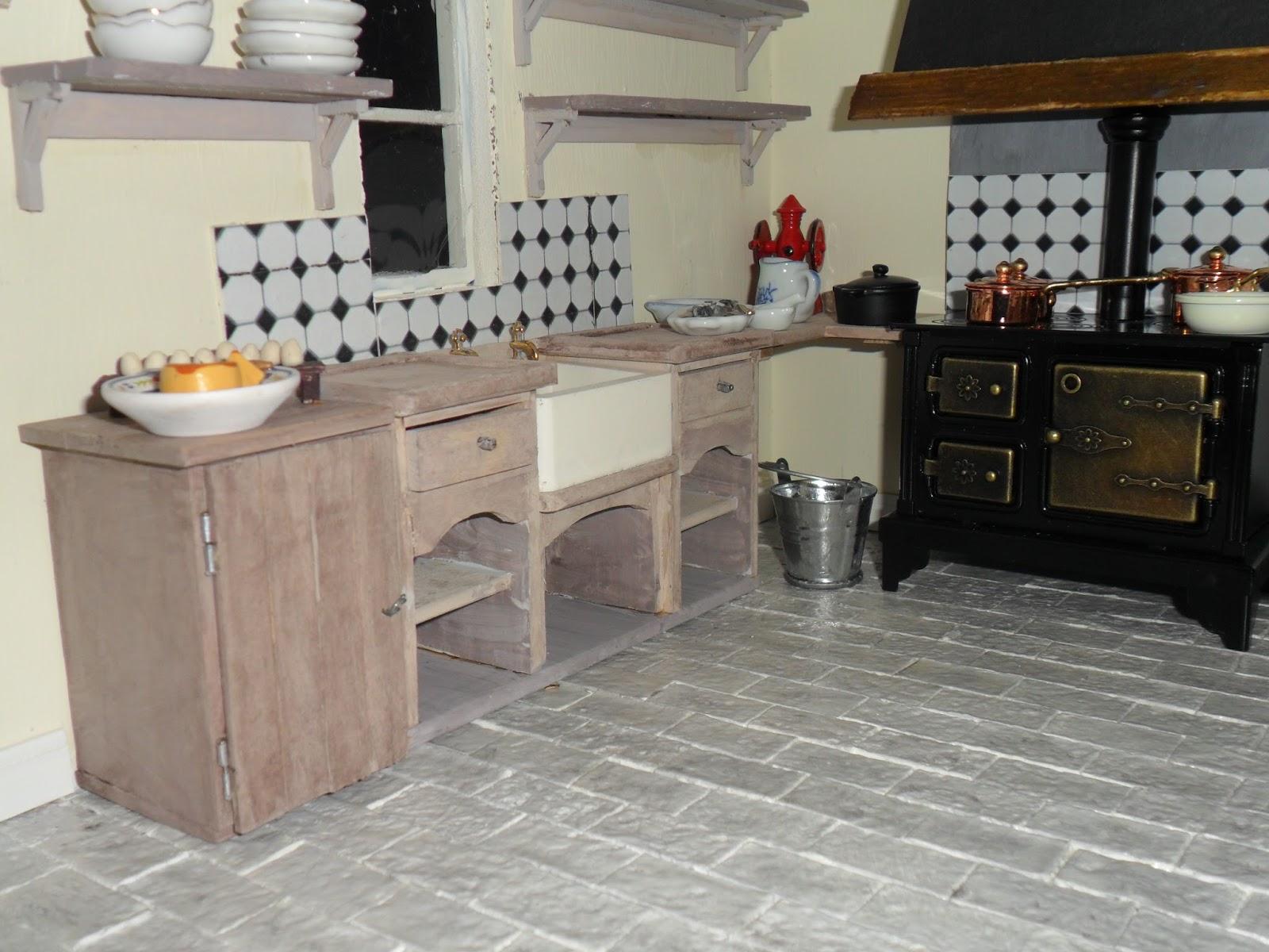 bänk till köket ~ lenas hantverk dockhusuppdatering