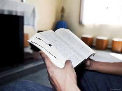 Porque você deveria começar a ler a bíblia o quanto antes!