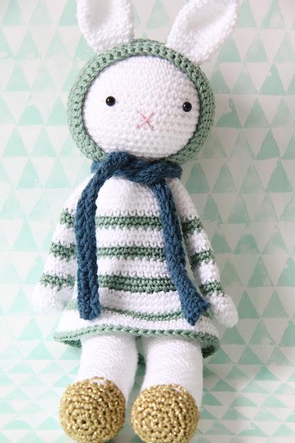 Studio Mojo, Sweet Crochet, Josephine, schoentjes, gouden, gratis patroon, knuffel haken, kraamkado, haken, Gehaakt/ crochet