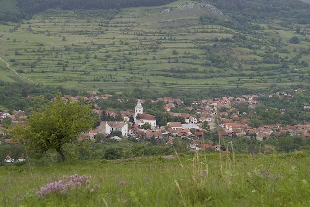 Torockó Erdély legnyugatibb székely végvára, és talán legszebb faluja. Az egykori bányászfalu ma a Világörökség részét képezi.  Az Erdélyi-középhegység keleti részén elterülő Torockói-hegységben, a Székelykő és az Ordaskő sziklavonulatának szűk völgyében, Kolozsvártól délre fekszik Bizonyos időszakokban a Nap úgy kel fel, hogy a faluból nézve aztán még visszabújik a Székelykő sziklái mögé, hogy aztán kicsivel később újra előbukkanjon mögülük.