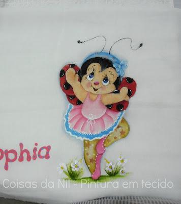 joaninha bailarina pintada em fralda para menina