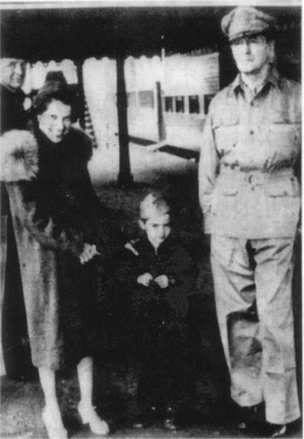 MacArthur at Terowie, 20 March 1942 worldwartwo.filminspector.com