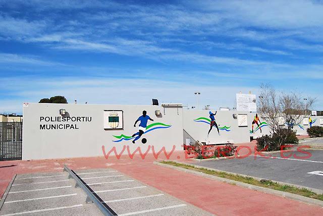 Mural de deportes del polideportivo municipal de Cubelles