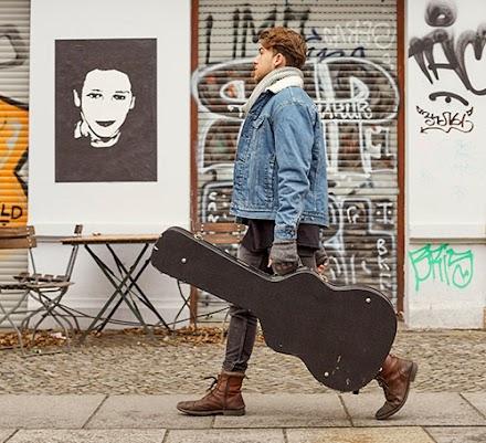 Der aufstrebende Musiker ELI singt 'Change Your Mind', im besten Telekom Netz | Werbung