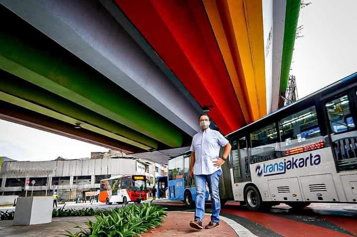 Anies Baswedan Raih Penghargaan Pahlawan Transportasi 2021