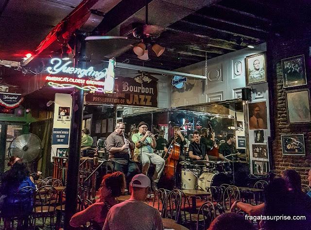 Bar de jazz em Bourbon Street, Nova Orleans