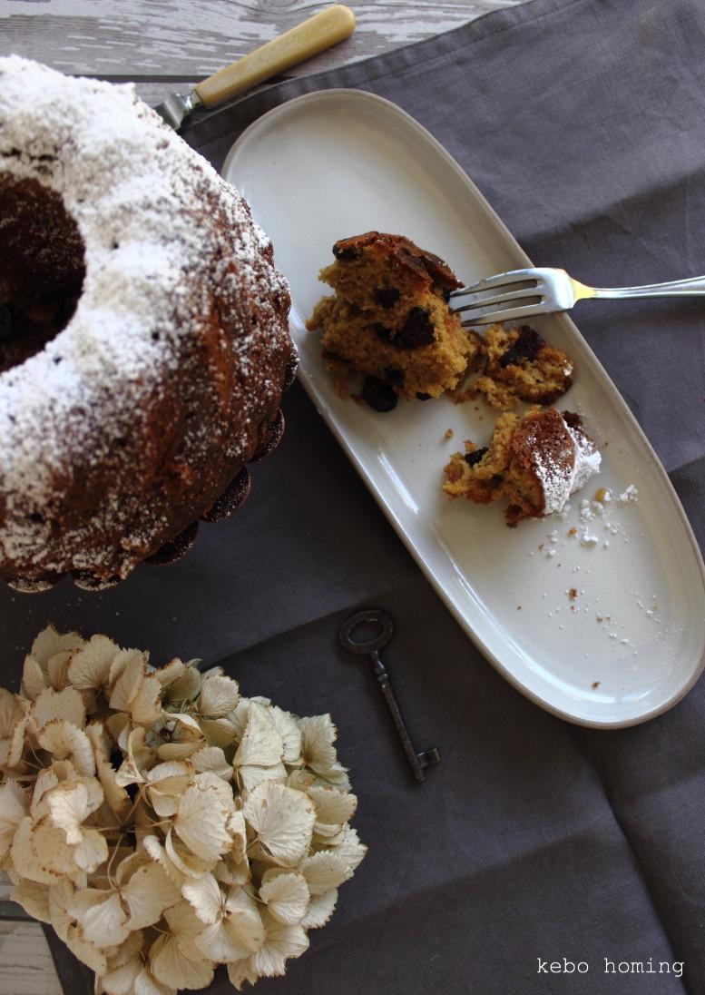 Gugl bzw. Gugel mit Kokosblütenzucker und Cranberries, Sonntagssüß, Kuchen, Backen,  Rezept auf dem Südtiroler Food- und Lifestyleblog kebo homing, Foodstyling & photography