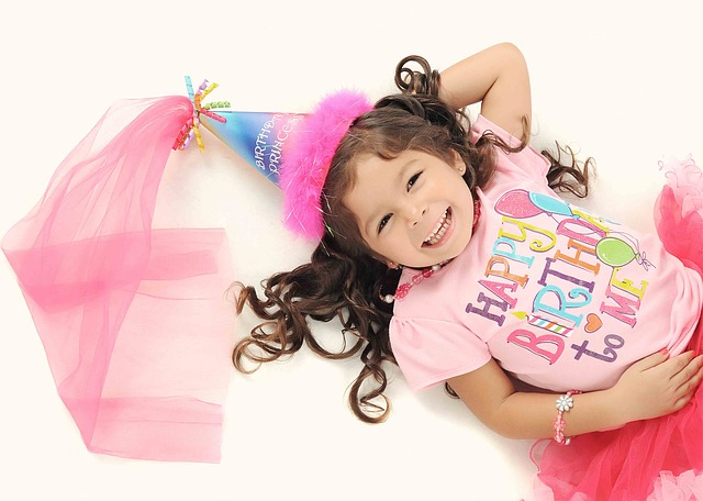 Mädchen hat Geburtstag
