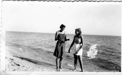 Vieille Photo noir et blanc, vacances d'hier.