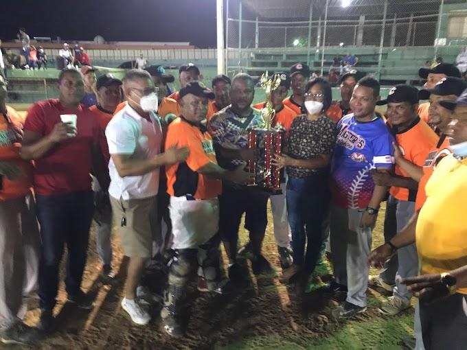 Camboya se corona campeón del torneo de sóftbol Barrial de Barahona.