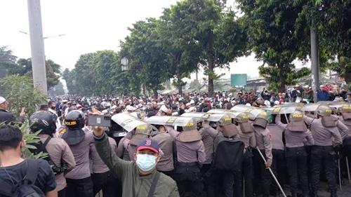 Polisi Bakal Usut Kerumunan Massa di Arena Sidang Habib Rizieq