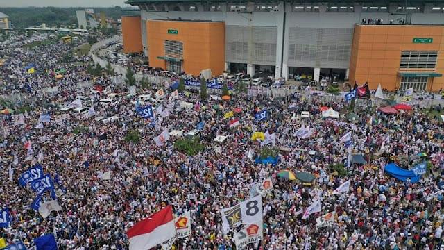 Meski Dilarang Didalam Stadion Pakansari, Kampanye Prabowo Tumpah Ruah Dipenuhi Lautan Massa