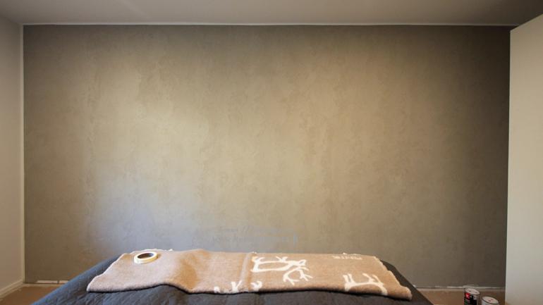 makuuhuone elävä tasoiteseinä