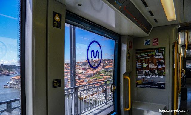 Metrô atravessando a Ponte D. Luís, entre o Porto e Vila Nova de Gaia