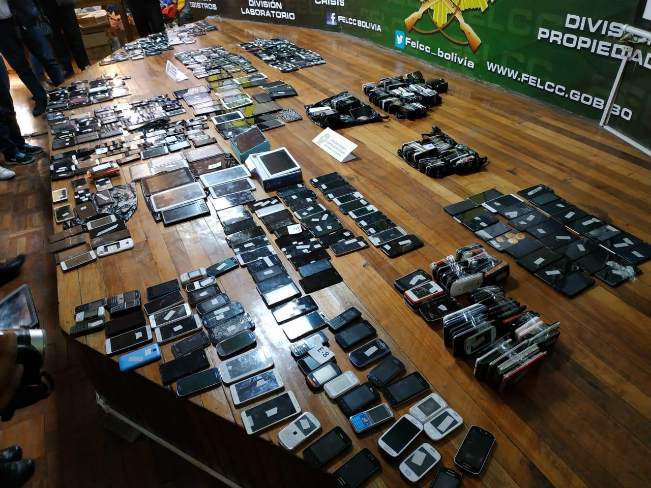 Celulares presuntamente robados son flasheados para volver a venderlos / ÁNGEL SALAZAR