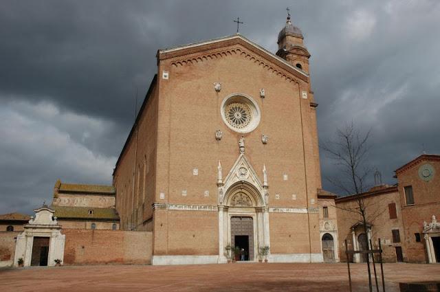 Basílica de São Francisco, em Siena, Itália,