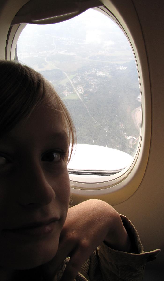lento Arlandaan lapsi lentokoneessa Norwegian lento