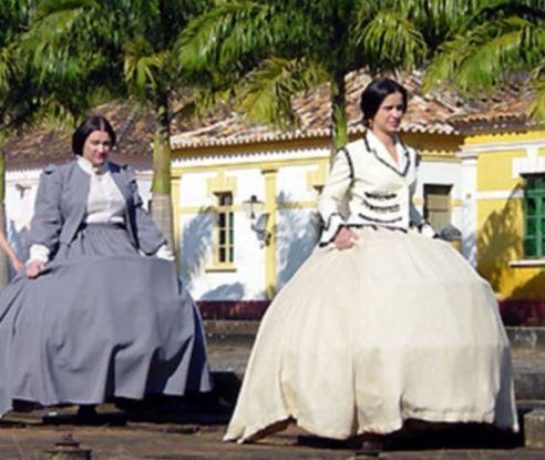mulheres com saia balão