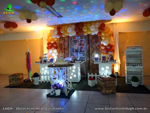 Decoração feminina para festa de aniversário de adolescentes e adultos - Tema Oncinha