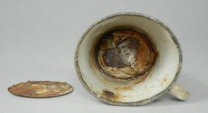 Μια κούπα από το Άουσβιτς έκρυβε ένα μυστικό επί 70 χρόνια
