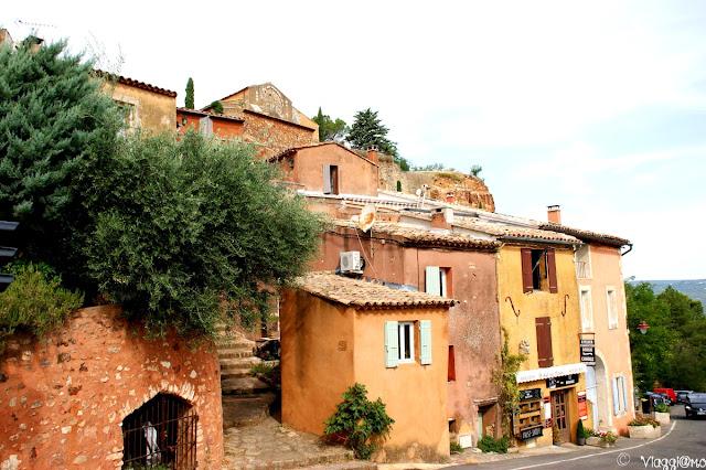 Case dai colori dell'ocra di Roussillon