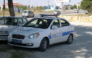 تركيا تشدد الخناق على اللاجئين العالقين أمام الحدود اليونانية