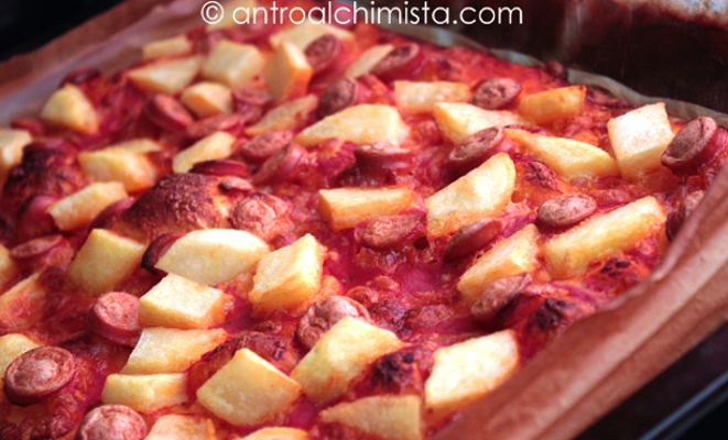 Pizza Rossa con Wurstel e Patate Steak House