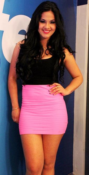 Katty García con cabello largo y ondeado