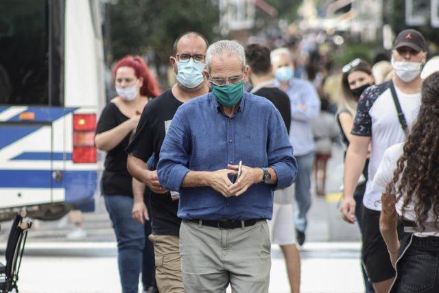 Κορονοϊός: Ανοικτό το λιανεμπόριο ακόμη σε «κόκκινες» περιοχές, λέει ο Πέτσας