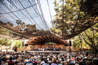 Libbey Bowl and audience, 2019 Ojai Festival, photo by Annelies van der Vegt