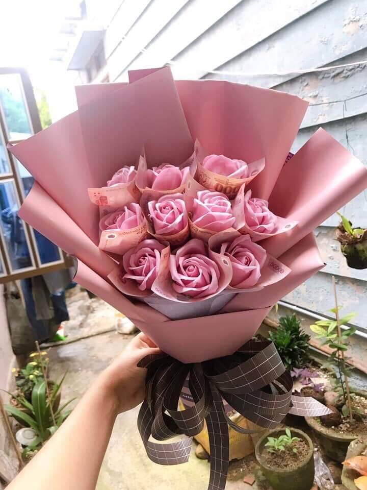 Bó hoa hồng 10 bông kèm 500k