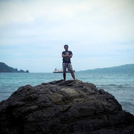 Pantai karanggongso bagian kanan