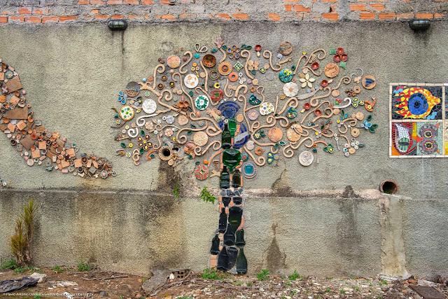 Mosaico muro do Centro Estadual de Capacitação em Artes Guido Viaro