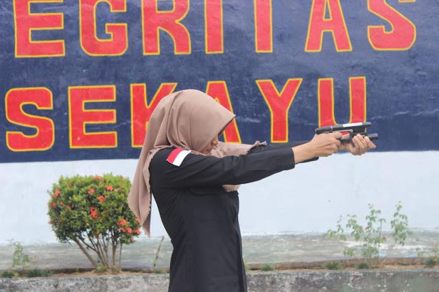 Pegawai Lapas Sekayu Latihan Menembak