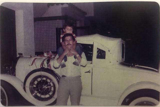 Así eran las excéntricas navidades de Pablo Escobar: amuletos, supersticiones, regalos 'imposibles', derroche y hasta 'caridad' decembrina