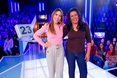 Patricia com Keli Cristina (Foto: Gabriel Cardoso/SBT)