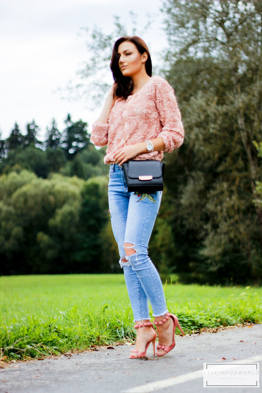 LIVE IN FOX WORLD: rose jeans & sweater.