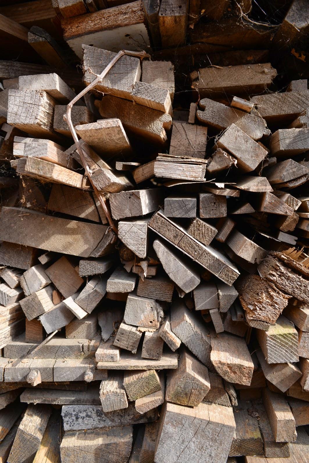 menuiserie du roucas beno t parent lot de bois stere chutes bois bois de chauffage. Black Bedroom Furniture Sets. Home Design Ideas
